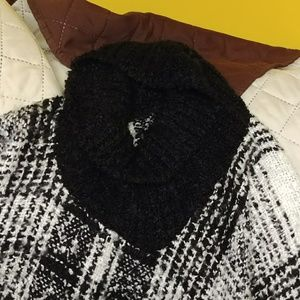 Sweaters - Sweater/pancho